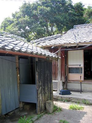 マキの家と納屋.jpg