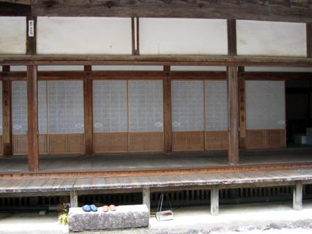 高山寺、縁側.jpg