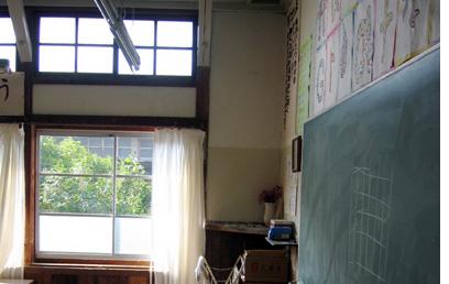 黒板と窓.jpg