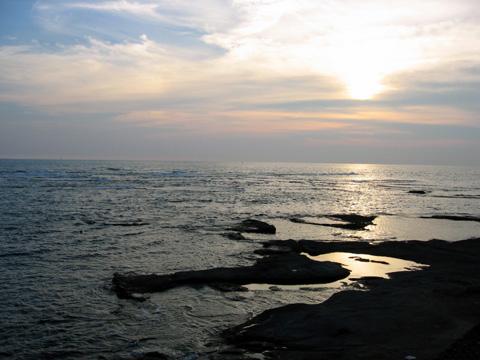 夕陽が隠れた海.jpg