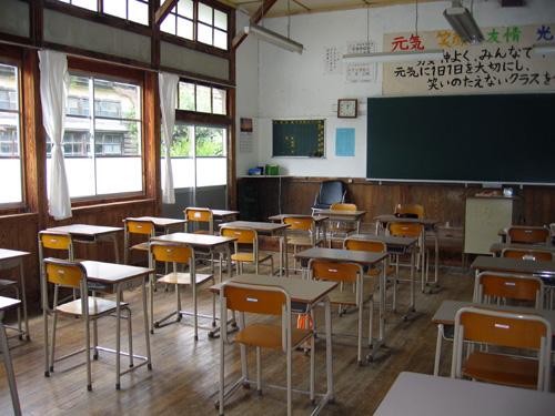 教室ー窓側.jpg
