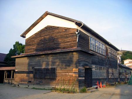 校舎(横からL.jpg