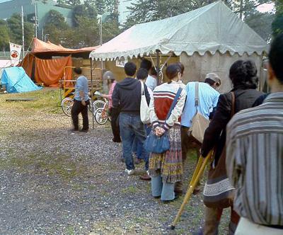 赤テントの客.jpg